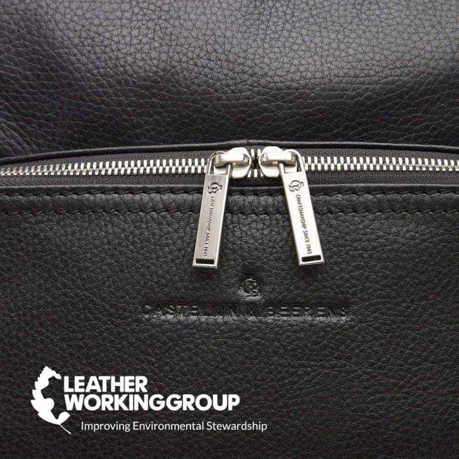 15 9566 skinnsekk sort - detalj glidelaas baerekraftig skinn - Castelijn Beerens