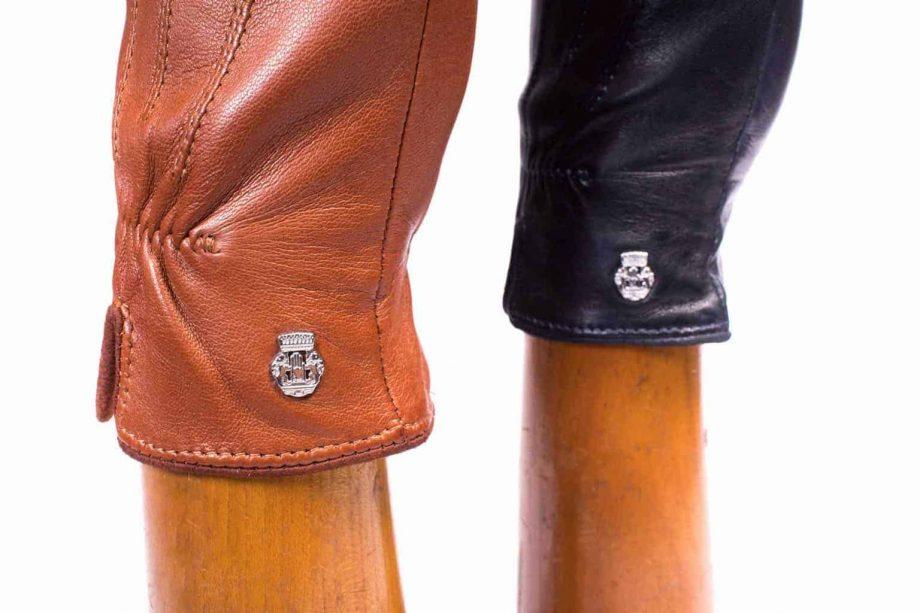 Eksklusive Roeckl-hansker til dame i lammeskinn 13011, kork saddle brown og marine blå, detaljbilde på hanskehender