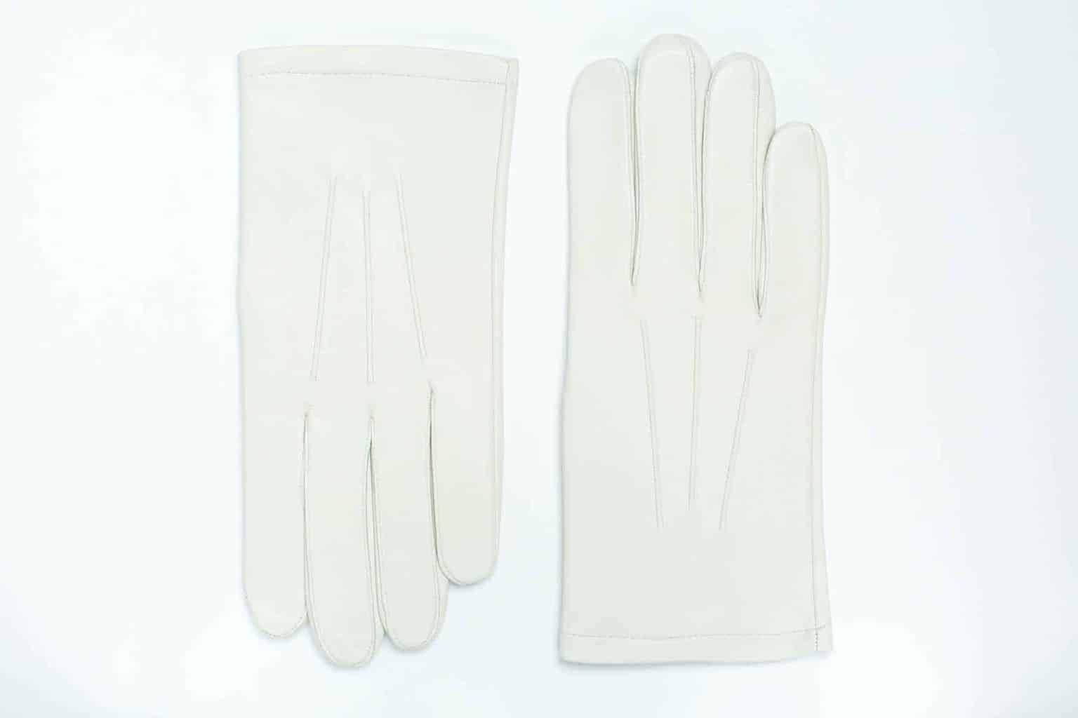 Losjehansker til herre i lammeskinn uten fôr, tre flate denter, hvit, oversiden av hanskene, artikkel 1-406