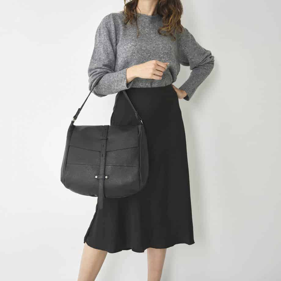 27 9813 Castelijn Beerens handbag large sort lifestyle