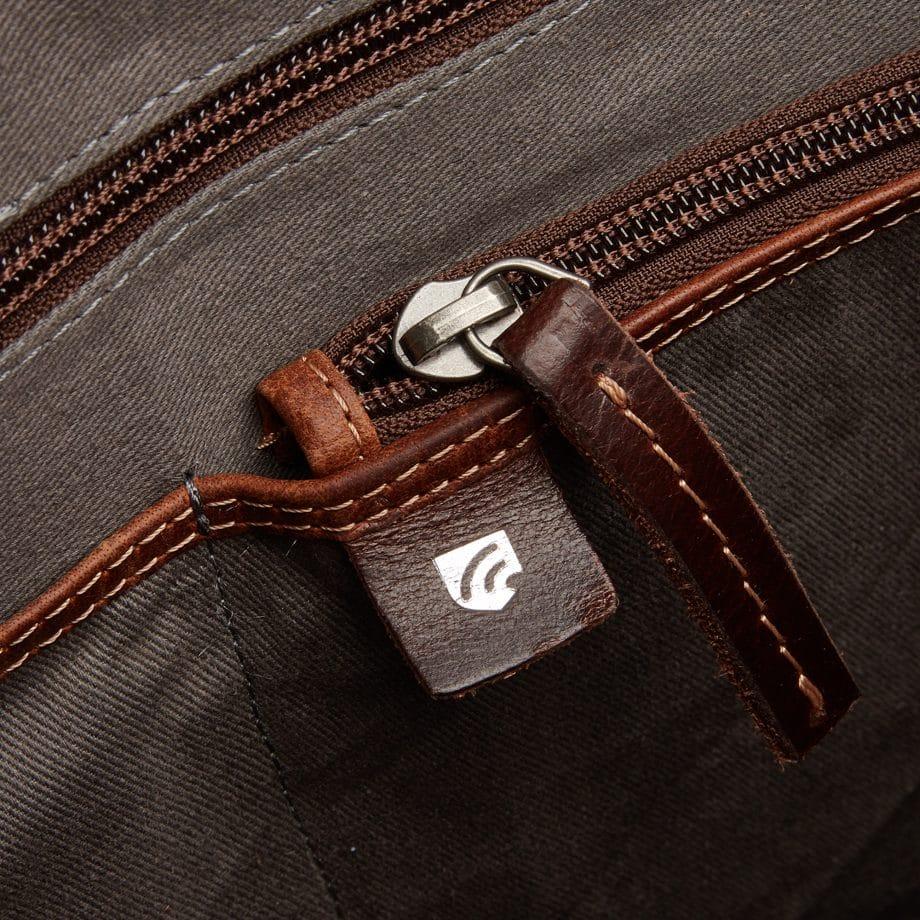 59 9473 Castelijn Beerens Sam Laptop bag light brown detaljer 2