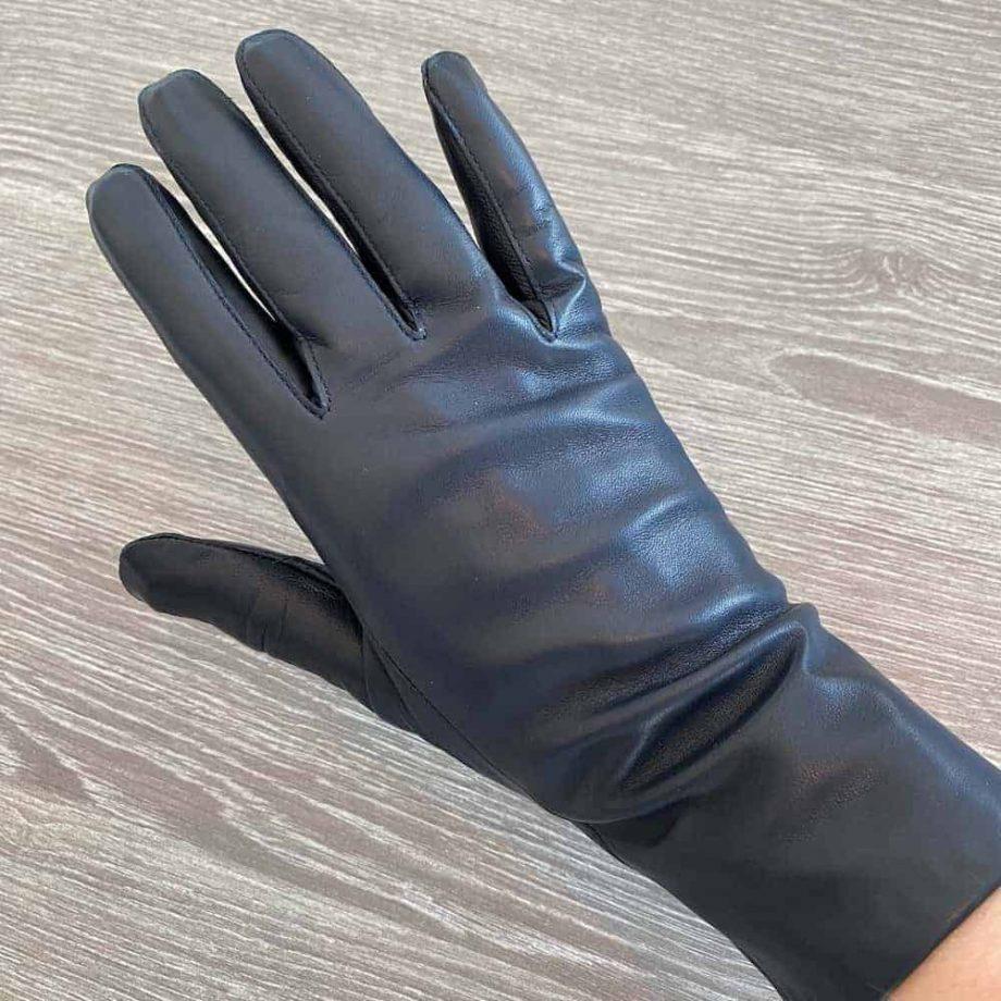 70914504 damehansker silkefor navy halvlange 3 tommer - overside hand