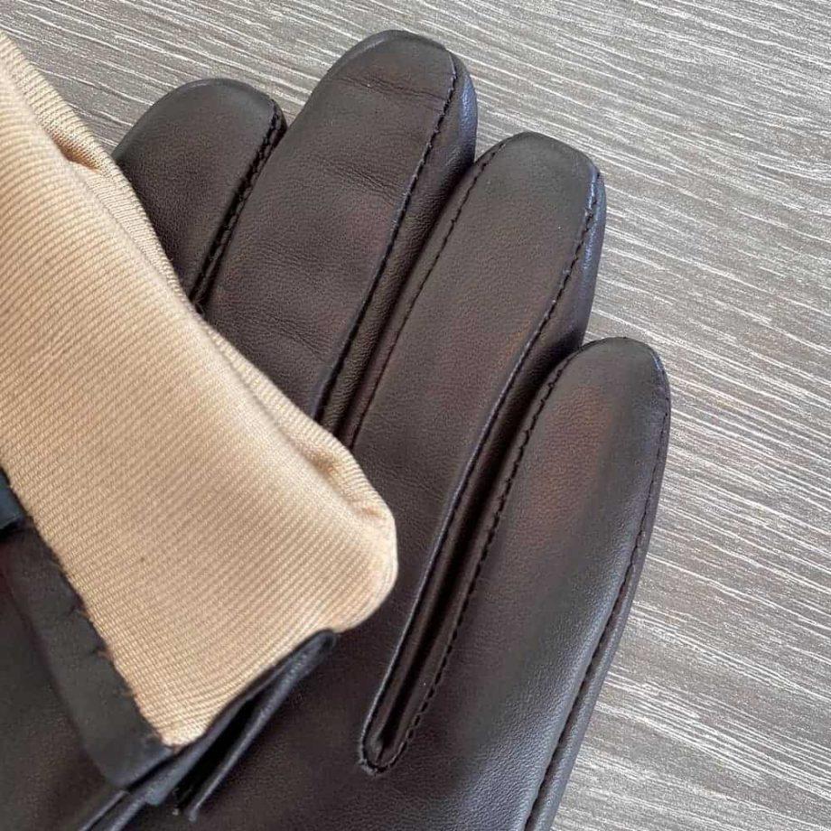 70917504 korte damehansker silkefor - brun - detalj med soem og for