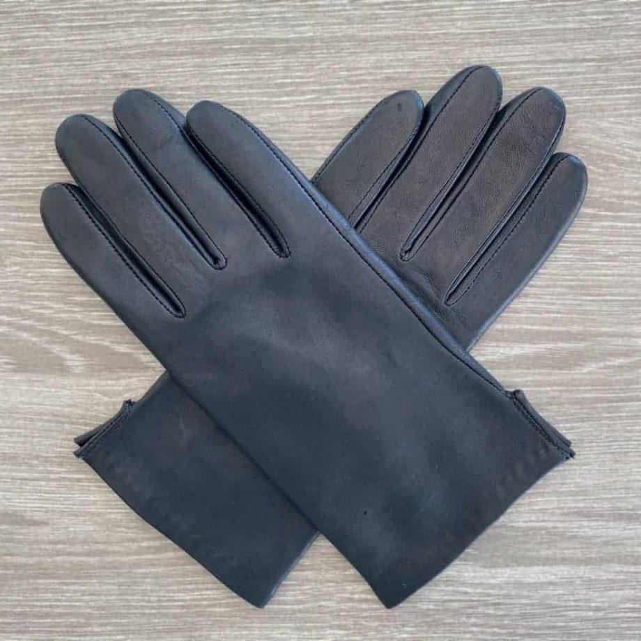 70917504 korte damehansker silkefor - navy - overside av hanskene i kryss