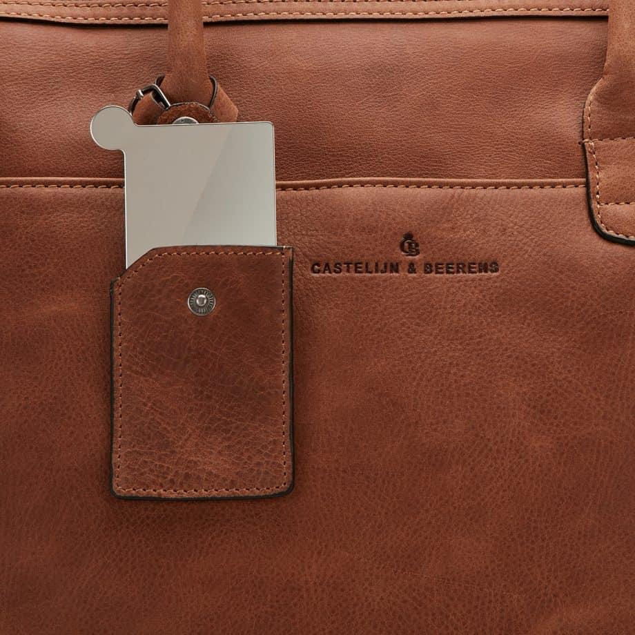 72 9761 Castelijn Beerens laptop shoulderbag cognac detaljer
