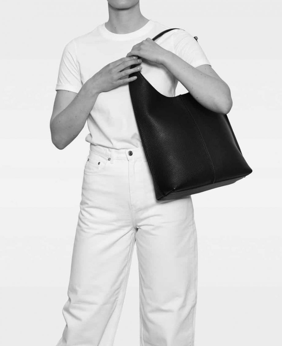 AMBER-big-shoulder-bag-modell-DE750-svart