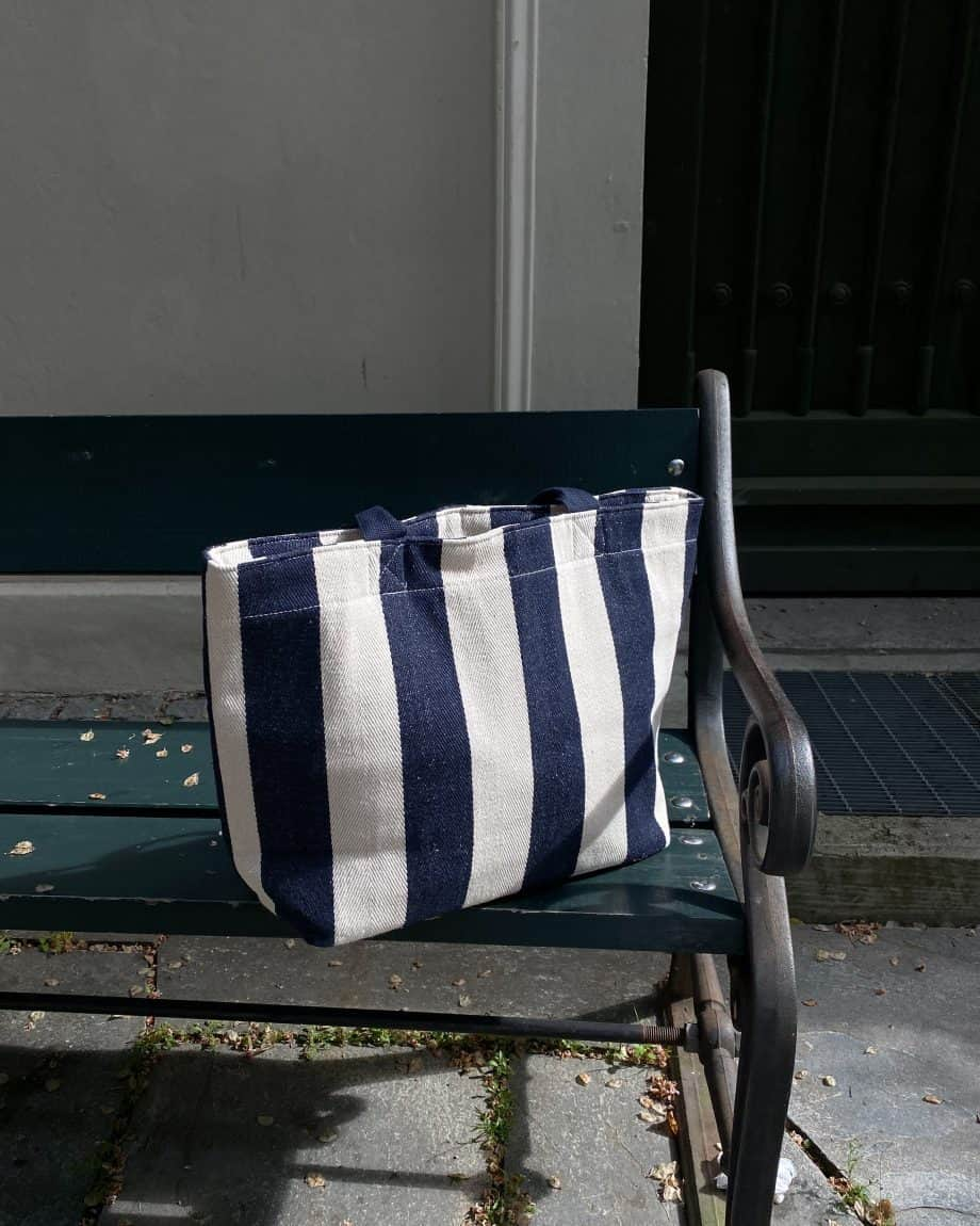 4311114-NAVY Tote Bag Cooler Lifestyle 3