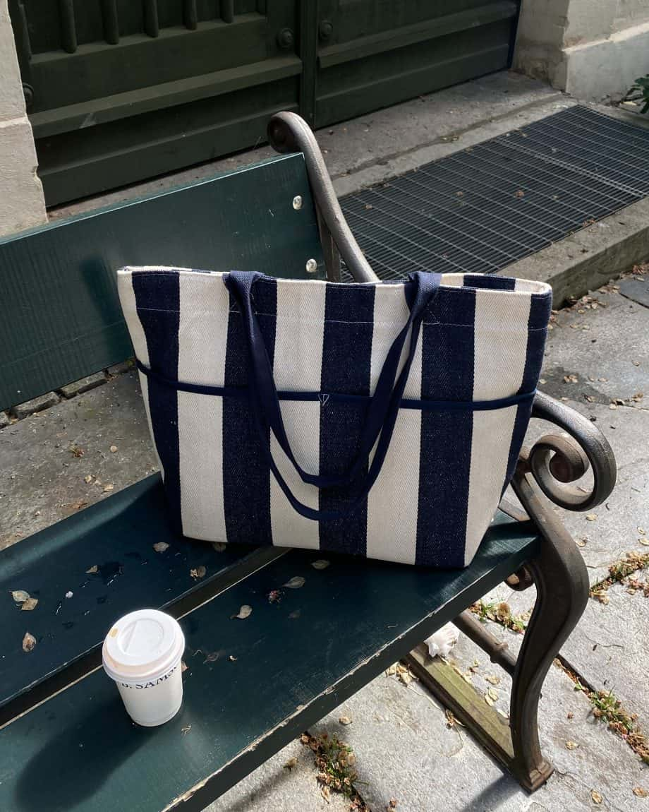 4311114-NAVY Tote Bag Cooler Lifestyle 2