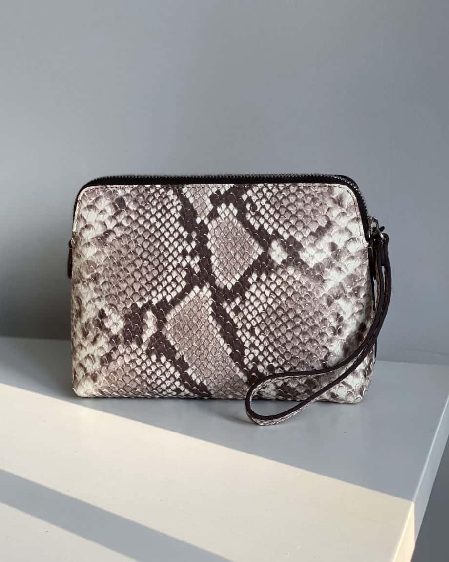 DE502 Decadent Hannah makeup purse snake forside