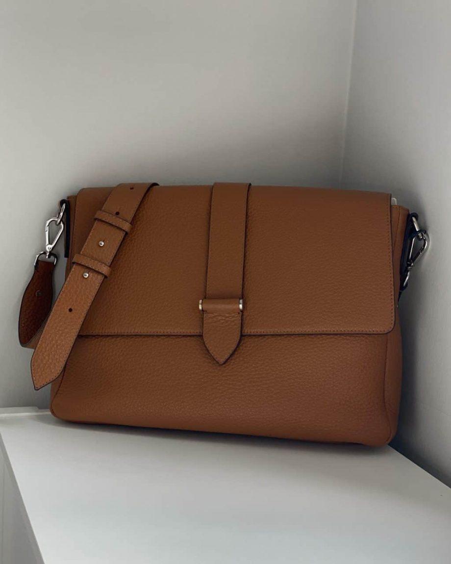DE715 Rava cross-body working bag cognac