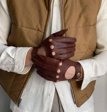 5-1011 DENTS Delta kjørehansker til herre i hairsheepskinn dark brown lifestyle