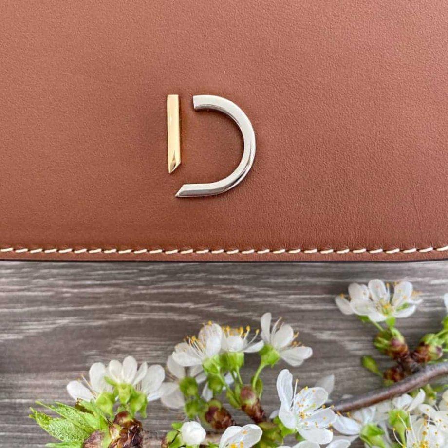 Decadent Maren hand purse cognac detalj
