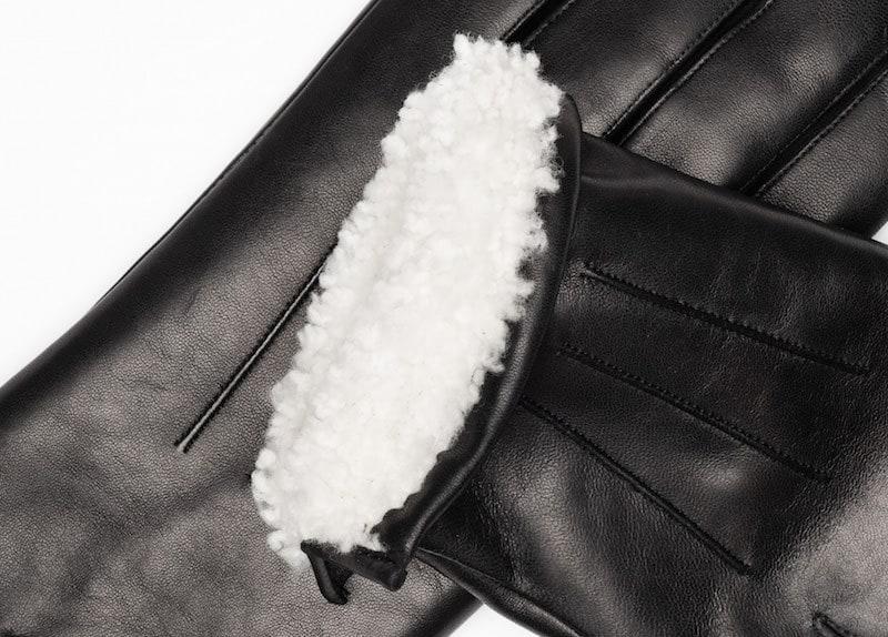 Maskinsydde herrehansker med pelsfor og splitt Sort Detaljer