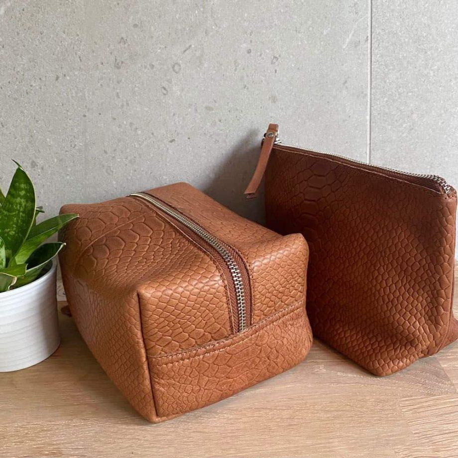 Re-Designed-by-DIXIE-–-Talvik-sminkepung og Reine toalettmappe