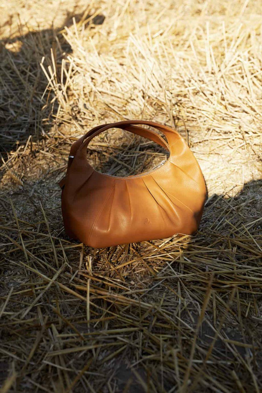 126711-ADAX-Molise-shoulder-bag-Aja-brun-e1630491156396